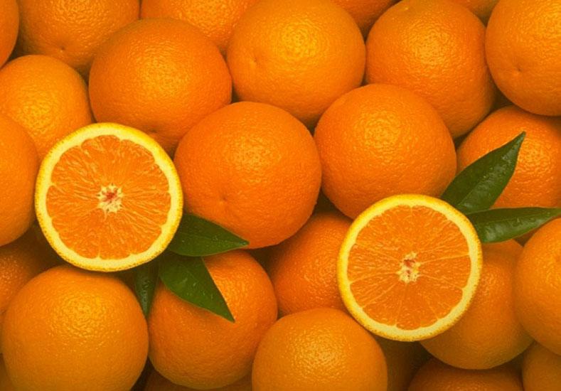 Naranja: Al productor le pagan 4 pesos en promedio y en la góndola cuesta 25. La diferencia es de 6,26 veces más para el consumidor y representa un 525% más.