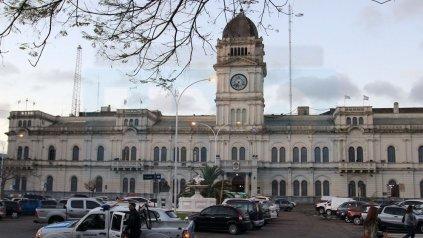 El hombre robó una puntera metálica de una de las macetas colocadas en la plaza de Casa de Gobierno.