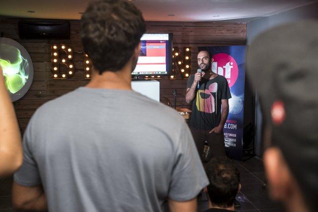 Músicos, skaters, actores, productores, todos reunidos en la presentación que se realizó en Brooklyn. Foto gentileza Agustín Zuttión.