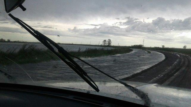 Las rutas se vuelven peligrosas y los pueblos quedan aislados. Foto <b>UNO</b> Santa Fe.