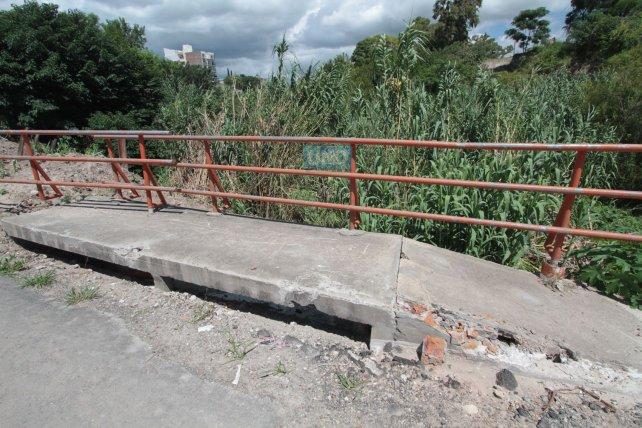 La vieja pasarela sobre el arroyo La Santiagueña. Foto <b>UNO</b> Juan Ignacio Pereira.