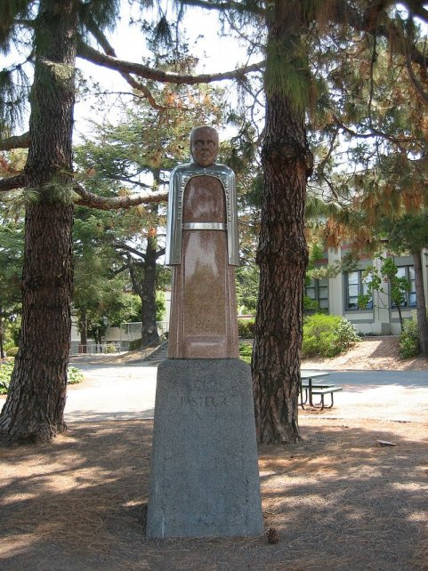 La estatua a Pasteur en California.