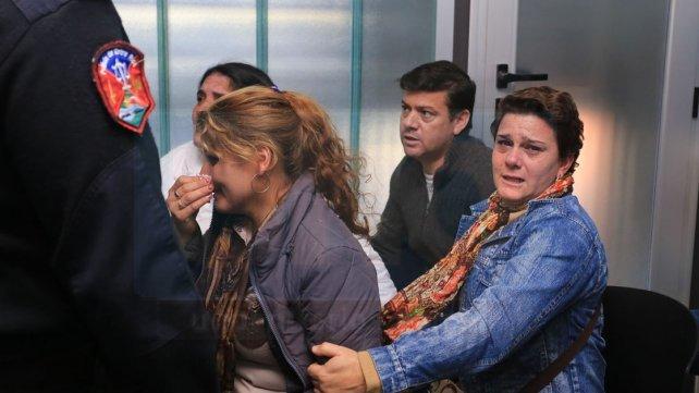 Alivio. Familiares de los acusados se desahogaron tras el veredicto.