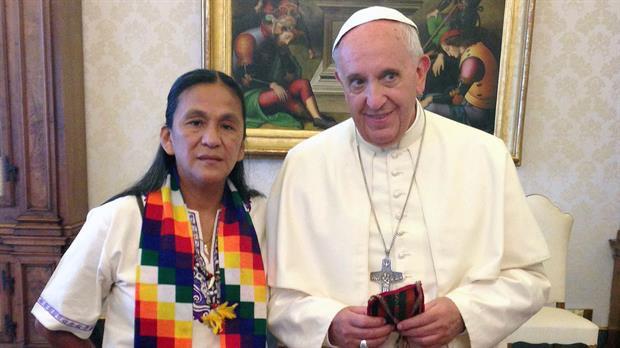 <b>Viejos conocidos</b>. Desde hace años, el Papa recibía a la jujeña.