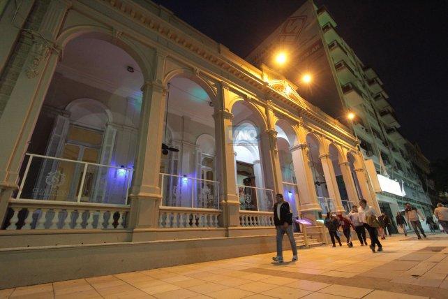 El imponente edificio del Club Social en la peatonal de Paraná. Foto <b>UNO </b>Juan Ignacio Pereira.