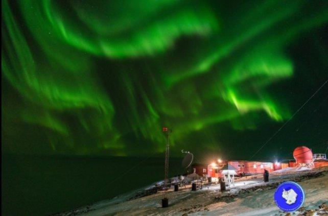 Las increíbles imágenes de la aurora polar en la Antártida Argentina