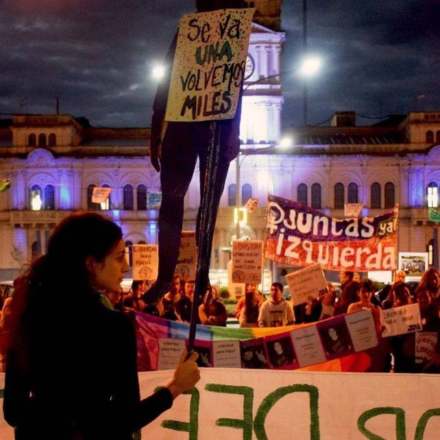 En una de las marchas que llegó a los tribunales de Paraná.
