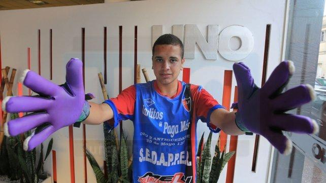Tomás Martínez, con tan solo 18 años. Se lució en el 2016 con los colores de Palermo y a principio del 2017 pasó a Belgrano. Es el tercer arquero del equipo dirigido por Veronesse. Foto <b>UNO </b>archivo