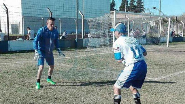 Es el arquero titular de Sportivo Urquiza. Gastón Sturtz ocupa el lugar de Roque Vallejos, un histórico de La Floresta.