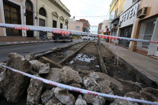 Los obreros trabajaron en calle Italia hoy por la mañana. Foto <b>UNO</b> Diego Arias.