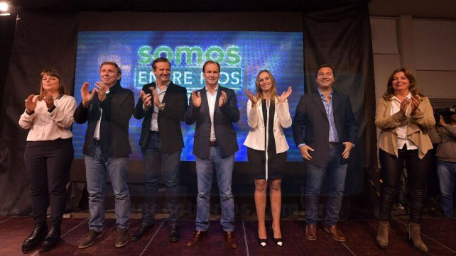 <b>Equipo</b>. El gobernador y el vice, junto a los candidatos Gaillard, Bahillo, Cresto, Zavallo y Gieco.&nbsp;