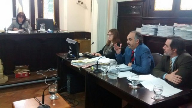 <b>Alegatos</b>. El fiscal Candioti, reclamó al tribunal una pena alta. Foto: Javier Aragón.