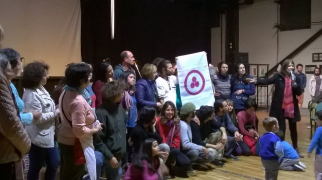 El Nodo Paraná de la Casa de la Pax entregó una bandera de la paz a la Tribu del Salto.