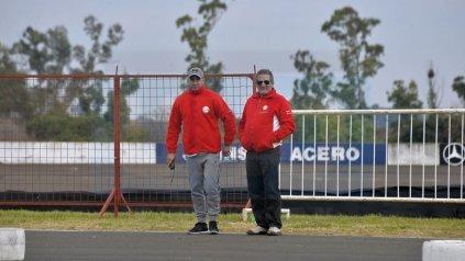 El presidente del CVE, Romeo Pisano, acompañando al karting.