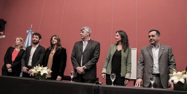 <p>Autoridades de Coca Cola, Proyecto Agua Segura y los ministros de Desarrollo Social, Agroindustria y Educación.</p><p></p>