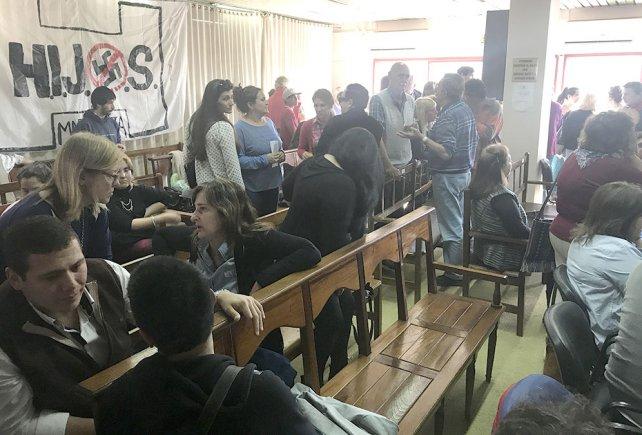 La espera en Concepción del Uruguay.