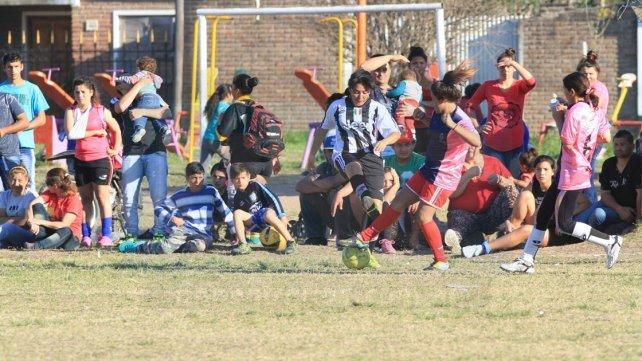 <b>Una multitud.</b> Al torneo lo siguen las familias de la zona suroeste de Paraná. Foto <b>UNO</b> Juan Ignacio Pereira