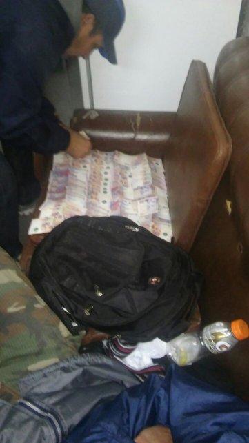 <b>100 mil pesos.</b> En los procedimientos se incautó droga y una importante suma de dinero.