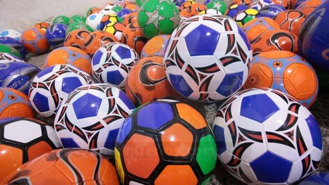 Las pelotas que fueron entregada a los jugadores de promocionales, cebollitas y escuelita del club Belgrano. Foto <b>UNO</b> Juan Ignacio Pereira
