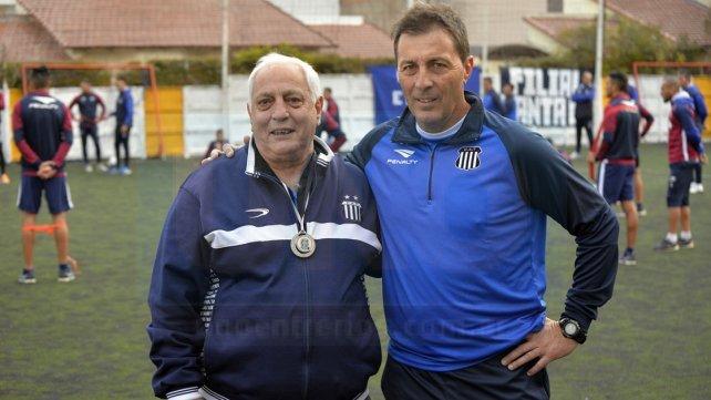 José María Avellaneda, ex jugador de Talleres junto a Frank Kudelka director técnico del primer equipo. Fotos <b>UNO</b> Mateo Oviedo