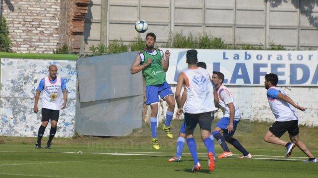 <b>A prueba:</b> El delantero Javier Gómez Varas jugó para el primer equipo de Atllético Paraná. El ex Defensores de Belgrano será evaluado por el cuerpo técnico. Foto<b> UNO </b>Mateo Oviedo