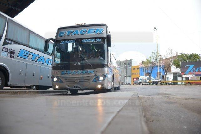 Transporte: levantan el paro en cuatro empresas de larga distancia