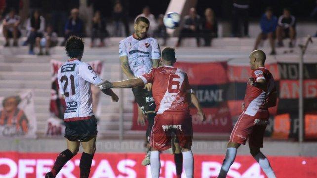 Entró en el complemento y le dio la victoria al local. Sebastián Ribas fue contundente con su cabeza Foto <b>UNO</b> Juan Ignacio Pereira