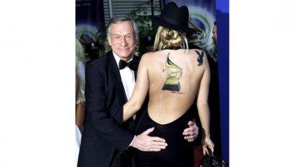<div>Hugh Hefner con una conejita durante los Grammy de&amp;nbsp; 2002.</div><div><div></div></div>