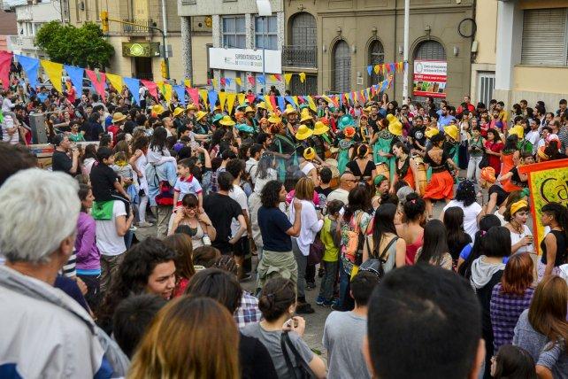 Una fiesta en la calle para reivindicar las luchas populares. Foto <b>UNO</b> Mateo Oviedo.